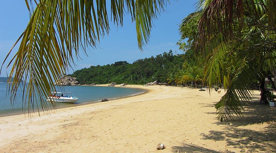 Bai Chong beach on Cham Island