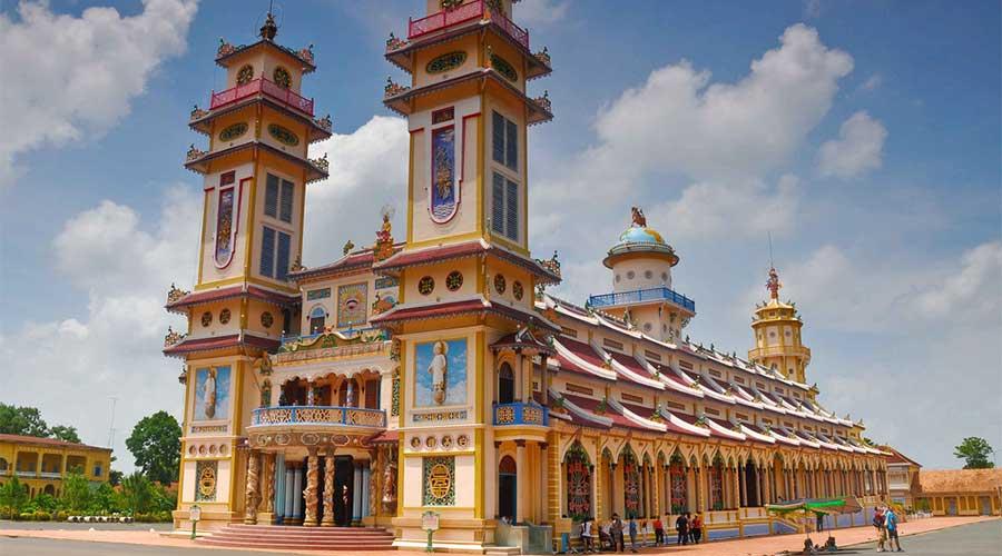 Coa Dai temple outside