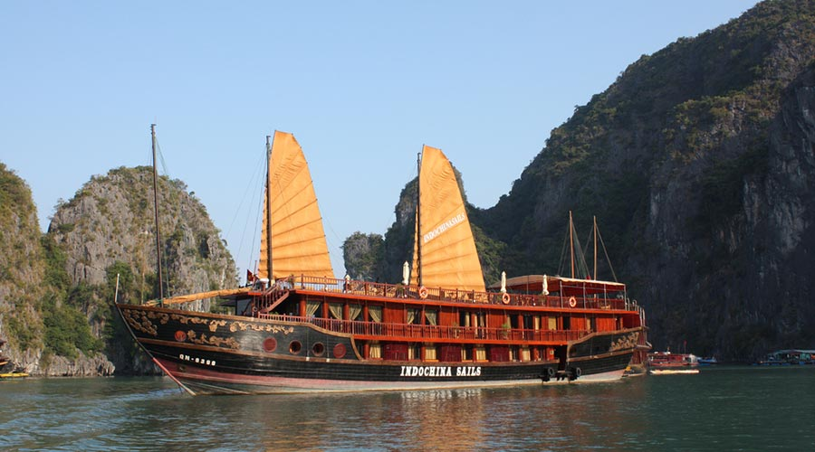 boat cruise in Vietnam