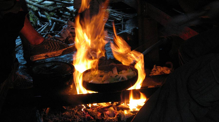 dinner made on campfire Fansipan 3 day tour