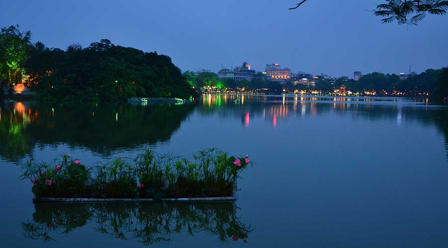 Hoan Kiem lake evening tour