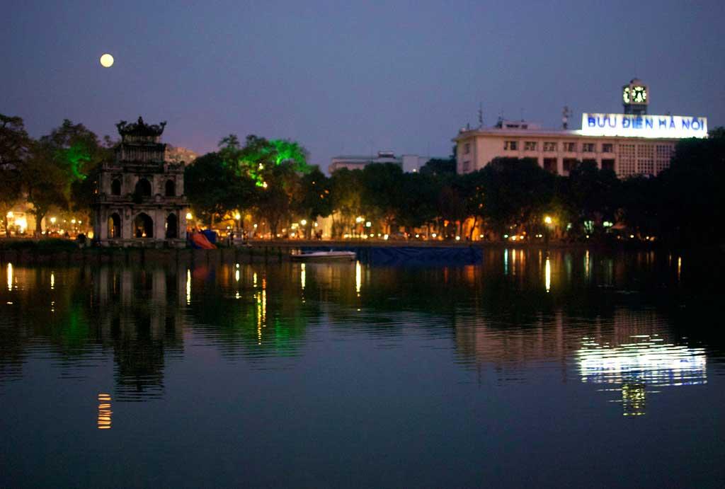 Hoan Kiem lake night tour