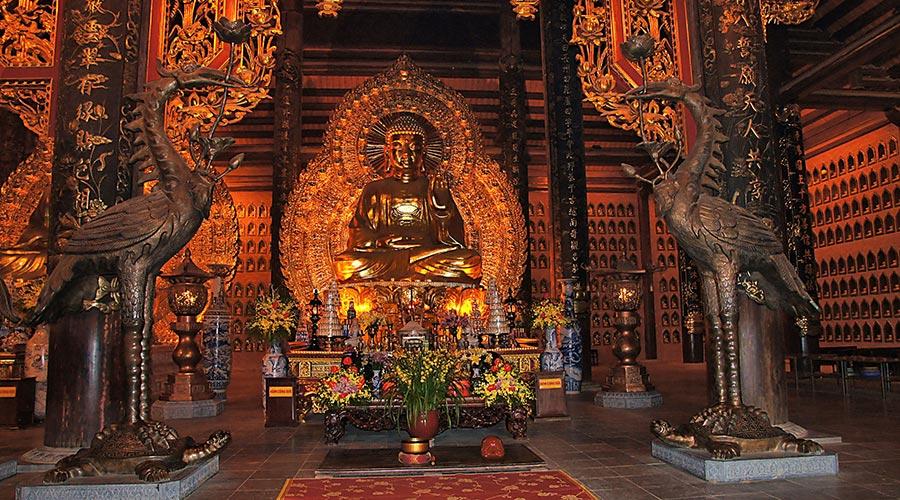 inside Bai Dinh temple