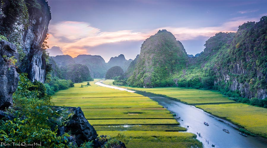 boat trip in Tam Coc in Vietnam top 10 things to do