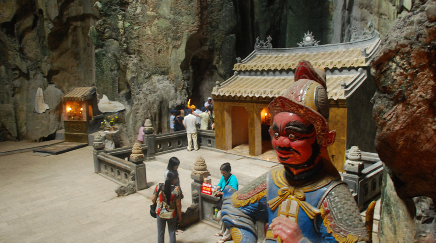 Cave temple Marble Mountains