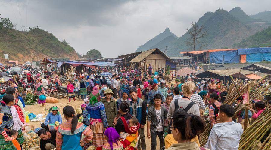 crowded Bac Ha Market