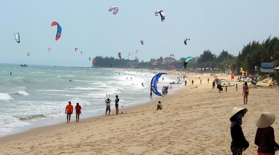 Kitesurfing in Mui Ne, Vietnam