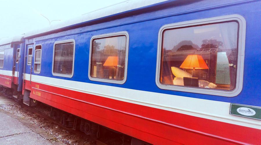 luxury cabins sleeper train from Hanoi to Lao Cai (Sapa)