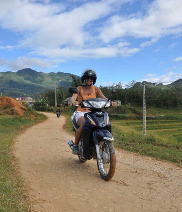 Motorbike tour Muong Hoa